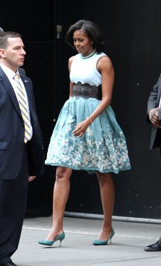 oh, I love Mrs. O's springy outfit. And I especially love that fact that the first lady is wearing a skirt that is currently on sale at Talbots!