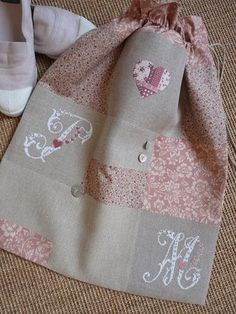 This is so pretty. Fabric Crafts, Sewing Crafts, Sewing Projects, Cross Stitching, Cross Stitch Embroidery, Cross Stitch Finishing, Cross Stitch Alphabet, Sewing Studio, Fabric Bags