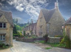 Bibury village, in Gloucestershire, England. The Beautiful Country, Beautiful Places, Scottish Country Cottages, Pictures Of England, French Style Homes, English Village, England And Scotland, Beautiful Buildings, The Ranch