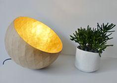Lampe à poser, papier maché, kraft et or de la boutique AgnesBourayne sur Etsy