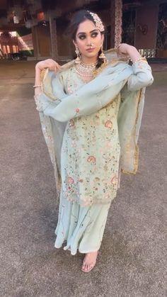 Punjabi Salwar Suits, Punjabi Suits Party Wear, Latest Dress Design, Stylish Dress Designs, Boutique Suits, Boutique Fashion, Pakistani Formal Dresses, Pakistani Dress Design, Rajasthani Dress