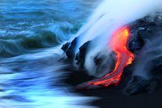 Lava des Kilauea ergießt sich ins Meer...