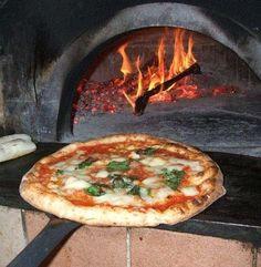 Pizza Napoletana #forno #pizza #legna #fascine
