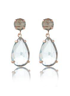 Oorhangers met geslepen aquamarijn stenen. Noelia Thames laat zich inspireren door betoverend Ibiza, en dit uit zich in exclusieve sieraden die perfect op elkaar zijn afgestemd. Deze oorhanger is verguld in rosé goud.