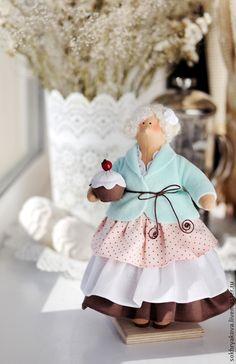 Short'n Chunky Tilda.  Cute old lady.