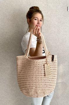 Crochet Handbags, Crochet Tote Bags, Granny Square Bag, Diy Tote Bag, Boho Bags, Jute Bags, Tote Pattern, Knitted Bags, Handmade Bags