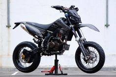 Many people find the thought of searching for cars and consider it a necessary evil. Trail Motorcycle, Motorcross Bike, Dirt Bike Racing, Motard Bikes, Suv Bike Rack, Cool Dirt Bikes, Vertical Bike, Dirt Bike Helmets, Bike Illustration