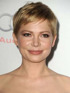 Michelle Williams Hair Color Formula:  Base color: 8CA (3/4), 7N(1/4, silver concentrate (1/4)  Mix with: 20 vol creme developer  Foils: 9N (3/4oz) and silver concentrate (1/4)  Mix with: 20 vol developer