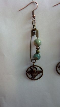 Bee earrings by t.dgoff, shared with us at the B'sue Boutiques Creative Group today.  I LOVE THIS!!