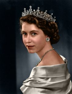 Queen Elizabeth II, photography by Yousuf Karsh, from the online collections of the National Portrait Gallery Famous Photographers, Portrait Photographers, Princesa Elizabeth, Yousuf Karsh, Young Queen Elizabeth, Lady Elizabeth, Queen Hat, Isabel Ii, Royals
