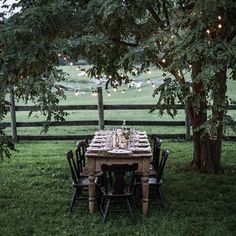 10 Amazing Outdoor Tablescapes to Make You the Best Host Ever Outdoor Dining, Outdoor Tables, Outdoor Spaces, Outdoor Decor, Outdoor Style, Party Outdoor, Mesa Exterior, Local Milk, Decoration Table