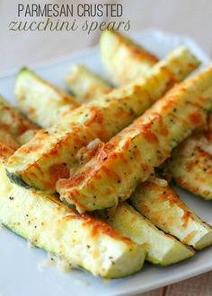 Delicious and healthy Parmesan Zucchini Spears recipe on { lilluna.com } Very easy and so good! Only takes a few ingredients!!