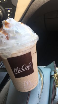 h o l l a Snap Food, Tumblr Food, Food Snapchat, Aesthetic Food, Frappe, Food Cravings, Coffee Drinks, Junk Food, Food Pictures