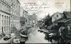 """Christiania Kristiania Oslo VATERLANDS BRO. Elveparti med masse småbåter og """"kaffeforretning"""" til venstre Utg N.J. Påskrift """"Ja her kan du tro der er liv om aftenen"""" postgått 1908."""
