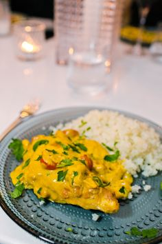Chicken in creamy peanut sauce with curry and mango – – Recipes, inspiration and the good of life A Food, Good Food, Food And Drink, Great Recipes, Healthy Recipes, Peanut Recipes, Drink Recipes, Coliflower Recipes, Peanut Sauce
