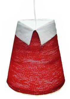 Stylish Cone. Luminaria realizada en lana de forma cónica  lleva incorporado un cuello de tela dando la sensación de llevar una camisa bajo un jersey. Es un guiño al uniforme, a las tendencias en la moda…