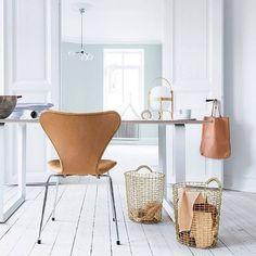 Our favorite modern lantern has a little sister. 💡 Cestita Table Lamp from Santa & Cole Modern Decor, Modern Design, Santa Cole, Modern Lanterns, Fritz Hansen, Small Storage, Minimalist Decor, Scandinavian Design, Nordic Design