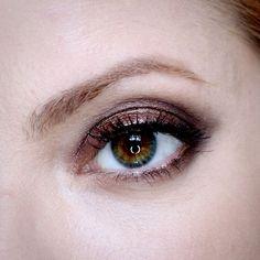 Julia Petit esfumado cobre usando a paleta Full Exposure