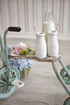 REUSE INSPIRATION | Quando la bicicletta non vuol più saperne di pedalare! il vecchio triciclo di un bimbo può diventare un delizioso comodino mobile!