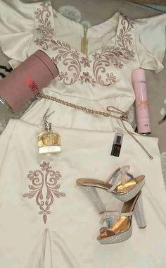 Teen Fashion Outfits, Hijab Fashion, Fashion Dresses, Womens Fashion, Sexy Photography, Girly Pictures, Lace Tunic, Traditional Dresses, Kaftan