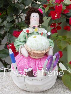 Boneca Costureira por https://www.facebook.com/TintaEPano