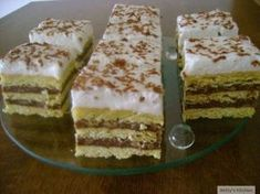 Prajitura cu foaie zdrobita Cupcake Recipes, Tiramisu, Delish, Sweets, Cookies, Ethnic Recipes, Desserts, Food, Squares