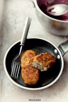 Polish Kotlety mielone - Przepis..kajzerka is bread..this is a meat, onion, bread filled cutlet *use Bing Translator