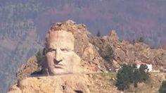 Des Indiens ont décidé de rendre hommage à Crazy Horse, au mont Rushmore, dans…