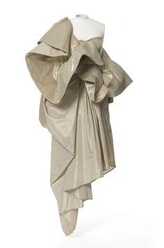 Anne Marie Beretta , créateur, 1986, collection printemps-été Bucol , créateur textile, Matières et techniques: Lurex doré, taffetas de soie, toile coton. robe-bustier | Les Arts décoratifs