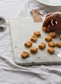 Sweet potato gnocchi with almond sauce :: readeat. Vegan Food, Vegan Recipes, Sweet Potato Gnocchi, Winter Food, Submission, Yummy Yummy, Food To Make, Almond, Clean Eating