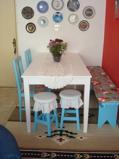 Consider These Tips When Buying Dining Room Furniture Interior Design Living Room, Living Room Designs, Living Room Decor, Sweet Home, Indian Home Decor, Small Dining, Home Decor Kitchen, Dining Room Furniture, Plates On Wall