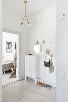 53 Minimalist Entryway Decorating Ideas , Should you ever wish to confuse yourself, have a look at all the varying definitions of what constitutes contemporary design. Inside my experience, on. Decoration Hall, Decoration Entree, Entryway Decor, Nordic Interior, Home Interior, Interior Design Living Room, Scandinavian Interiors, Hallway Inspiration, Interior Inspiration