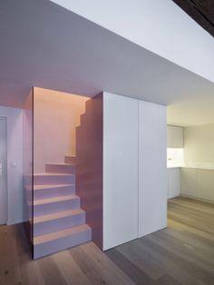 Des éléments fonctionnels dissimulés dans le bloc de l'escalier