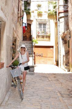 #croatia #rovinj There's no better way to explore a place than by #bike || Heute erkunde ich Rovinj mal mit dem Fahrrad || Danas istrazujem Rovinj i okolicu duz mora biciklom i pri tom stvarno uzivam u ljepotama prirode || #kroatien #hrvatska #wanderlust #lilinova #model #travelblogger www.lilinova.com #reiseblogger #ootd #motd