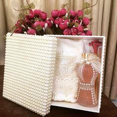 #casamento #caixapersonalizada #pérolas #toalhabordada #toalha #difusor #difusoresdeambiente #home #homeSpray #casacheirosa #madrinhas #presente #AtelieMariVenancio