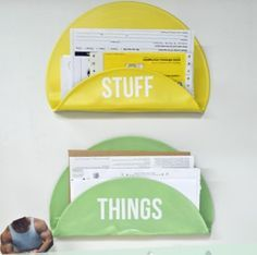 Tutorial: Vinyl Record Letter Holder - What a terrific idea! Records Diy, Old Vinyl Records, Vinyl Record Art, Vinyl Art, Record Wall, Vintage Records, Vinyl Crafts, Fun Crafts, Upcycled Crafts