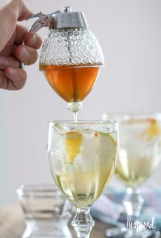 // where do I find this magical honey dispenser! Honey Dispenser, Drink Dispenser, Summer Drinks, Fun Drinks, Alcoholic Drinks, Beverages, Kitchen Gadgets, Late Summer, Cocktails