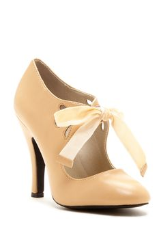 Mojo Moxy Hailee Mary Jane Pump on HauteLook Pretty Shoes, Beautiful Shoes, Cute Shoes, Me Too Shoes, Bootie Boots, Shoe Boots, Shoes Heels, Footwear Shoes, Nude Heels