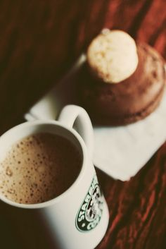 Enhance Your Morning Coffee With This Advice! Coffee House Cafe, Coffee Cafe, My Coffee, Morning Coffee, Morning Mood, Starbucks Shop, Starbucks Coffee, Starbucks Breakfast, Coffee Frappuccino