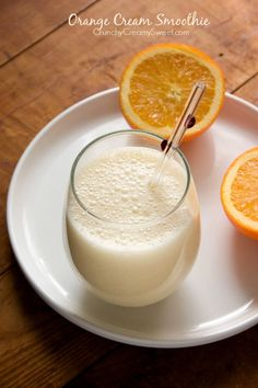 Cream Smoothie Orange Cream Smoothie - super satisfying and packed with vitamin C!Orange Cream Smoothie - super satisfying and packed with vitamin C! Yummy Smoothies, Juice Smoothie, Smoothie Drinks, Yummy Drinks, Healthy Drinks, Smoothie Recipes, Healthy Snacks, Yummy Food, Cranberry Smoothie