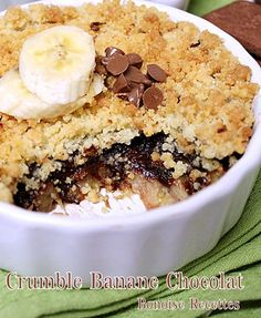 crumble banane food and drinks crumble chocolat banane Fall Dessert Recipes, Winter Desserts, No Cook Desserts, Snack Recipes, Mousse, Desserts With Biscuits, Savoury Cake, Chocolate Desserts, Clean Eating Snacks