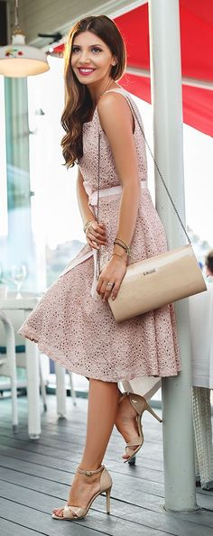 The Mysterious Girl All Blush Everything Outfit Idea. - Total Street Style Looks And Fashion Outfit Ideas Hi Fashion, Fashion Show, Fashion Dresses, Fashion Blogs, Fashion Styles, Tulle Dress, Silk Dress, Mysterious Girl, Cozy Winter Outfits
