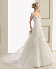 166 Estival (Robes de mariée). Créateur: Luna Novias. ...