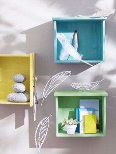 Use your old and vintage drawers to make something interesting for your home. We can help you with these creative and cute diy ideas. Vintage Drawers, Old Drawers, Dresser Drawers, Diy Wall Decor, Diy Home Decor, Furniture Makeover, Diy Furniture, Design Creation, Decorating With Pictures
