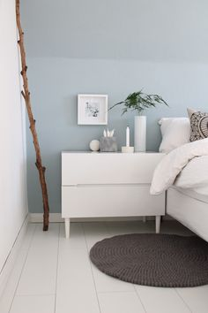 Bedroom: light blue wall with white furniture. Bedroom: light blue wall with white furniture. Bedroom: light blue wall with white furniture. - Bedroom: light blue wall with white furniture. Interior Design Minimalist, Minimalist Bedroom, Minimalist Decor, Modern Bedroom, Minimalist Kitchen, Blue Bedroom Decor, Bedroom Sets, Hip Bedroom, Cozy Bedroom