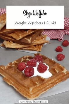 These are the best waffles you have ever eaten. How to make the Weight Watchers Skyr waffles with bananas and rye flour. These are the best waffles you have ever eaten. How to make the Weight Watchers Skyr waffles with bananas and rye flour. Petit Déjeuner Weight Watcher, Dessert Weight Watchers, Weight Watchers Breakfast, Quick Dessert Recipes, Easy Cake Recipes, Easy Desserts, Cookie Recipes, Dessert Simple, Food Cakes