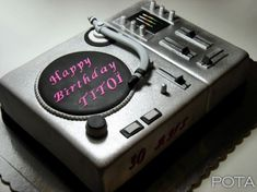 Torta DJ 6 Mati Buttercream Fondant, Fondant Cakes, Cupcake Cakes, Sweet Cakes, Cute Cakes, Record Cake, Turntable Cake, Music Cookies, Dj Cake