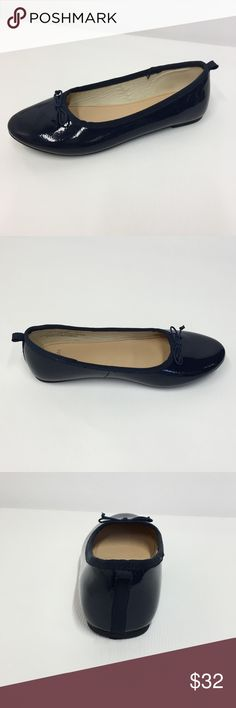 Crewcuts Patent leather navy blue girl's flats Sz3 Crewcuts Patent leather navy blue girl's flats Size 3. shoes are in like new condition. Crewcuts Shoes Dress Shoes
