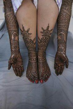 Indian bridal henna or mehndi designs. Mehendi, Leg Mehndi, Legs Mehndi Design, Beautiful Mehndi Design, Henna Mehndi, Henna Art, Arabic Henna, Mehndi Art, Hand Henna