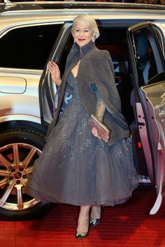 Bow Down to Your Queen: Helen Mirren in Rami Al Ali Couture at the 2018 Berlinale International Film Festival Celebrity Red Carpet, Celebrity Style, Beautiful Dresses, Nice Dresses, Rami Al Ali, Dame Helen, Helen Mirren, Vintage Inspired Dresses, Hollywood Glamour